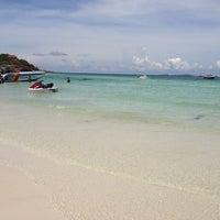 Photo taken at Samae Beach by ᎯᎻᎯᏕᎢᎯᏕᎥᎯ . on 5/11/2013