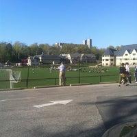 Foto diambil di Friends School of Baltimore oleh Kimoneaux pada 4/25/2013