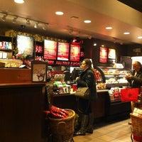 Photo taken at Starbucks by I/G/O/R 꿈. on 12/16/2012