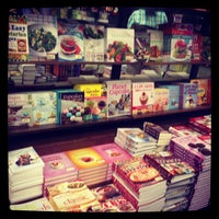 Photo taken at Barnes & Noble by Foodiespr on 7/23/2013
