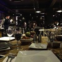 3/9/2013 tarihinde Zeynep Özlem K.ziyaretçi tarafından Mint Restaurant & Bar'de çekilen fotoğraf