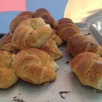 Foto tomada en Croissants Alfredo por Sayd N. el 1/11/2013