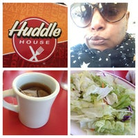 Photo taken at Huddle House by tinesha m. on 3/29/2013