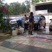 Photo taken at Jaya Car Wash by ZaQhi @. on 9/23/2012