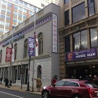 Foto scattata a Walnut Street Theatre da Rob K. il 12/22/2012