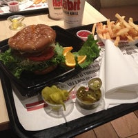 Photo taken at The Habit Burger Grill by Laura I. on 3/14/2014