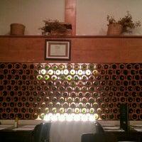 Foto tirada no(a) Gallo i Vino por Mark A. em 9/19/2012