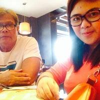 6/15/2014 tarihinde Angel Mae T.ziyaretçi tarafından Max's Restaurant'de çekilen fotoğraf