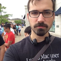 Photo taken at Apple Evergreen Walk by Michał S. on 8/23/2014