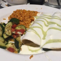Photo taken at Cantina Laredo by Melody T. on 5/22/2016