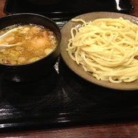 Photo taken at 三ツ矢堂製麺 下北沢店 by Tomomi N. on 11/25/2012