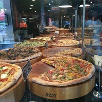 Das Foto wurde bei We, The Pizza von Tina S. am 4/30/2013 aufgenommen