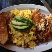 รูปภาพถ่ายที่ Olive Café โดย Norma L. เมื่อ 1/10/2014