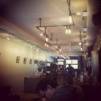 12/28/2012 tarihinde Maggie C.ziyaretçi tarafından Café Pamenar'de çekilen fotoğraf
