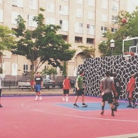 Foto tirada no(a) David Crombie Park Basketball Court por HUDDLERS em 7/8/2013