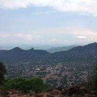 Foto tirada no(a) El Cerro del Tepozteco por Karime C. em 6/29/2013