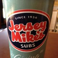 Foto tirada no(a) Jersey Mike's Subs por Khoa P. em 6/3/2013