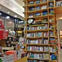 Foto tirada no(a) Saraiva Mega Store por Ramon R. em 2/25/2013