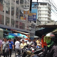 Photo taken at Klongthom Center by Bhasisara N. on 9/30/2013