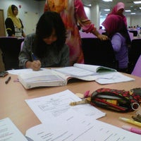 Photo taken at Perpustakaan Al Bukhari by Sharifah Amirah on 9/29/2012