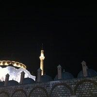 Das Foto wurde bei Edirnekapı Mihrimah-Sultan-Moschee von Ubeyd G. am 7/24/2013 aufgenommen