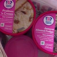 รูปภาพถ่ายที่ Baskin-Robbins โดย Miles M. เมื่อ 9/21/2013