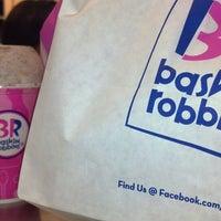 รูปภาพถ่ายที่ Baskin-Robbins โดย Miles M. เมื่อ 12/14/2013