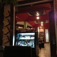 Foto tomada en Cafesto por Charlie F. el 6/28/2013