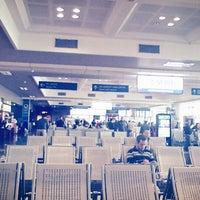 Photo taken at Noi Bai International Airport (HAN) by pna on 1/5/2013