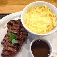 Foto tomada en 818 Steak House por Mayara R. el 7/9/2016