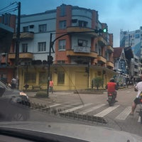 Photo taken at Rua XV de Novembro by Carlos Henrique V. on 3/31/2016