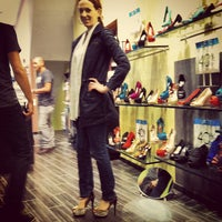 Photo taken at Steve Madden by Raul F. on 9/29/2012