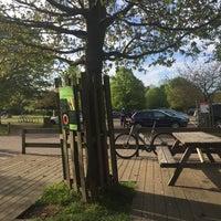 Das Foto wurde bei Colicci Roehampton Gate Café von Jun S. am 4/29/2017 aufgenommen