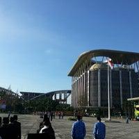 Photo taken at Ruang Protokol Setda Prov.Riau by hamdi h. on 2/22/2013
