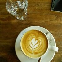 Das Foto wurde bei Café Jonas Reindl von Nina M. am 10/31/2015 aufgenommen