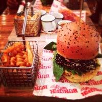 Foto tomada en Burger Bar Joint por Daniel T. el 4/20/2014