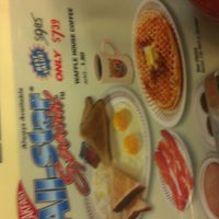 Photo taken at Waffle House by Alex W. on 7/8/2014