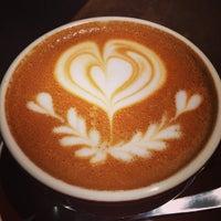 Das Foto wurde bei The Roastery by Nozy Coffee von КUMIKO T. am 2/22/2014 aufgenommen