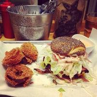Foto scattata a Al Mercato Ristorante & Burger Bar da Michelle R. il 5/6/2013