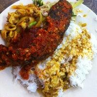 Photo taken at Restoran ZZ Sup Tulang by ᔕui on 10/30/2012