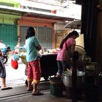 Photo taken at ร้าน โจ๊ก มาม่า ป้าเตาถ่าน by l3aibai  on 6/12/2014