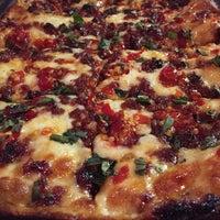 Foto scattata a Descendant Detroit Style Pizza da Jamie B. il 1/9/2017