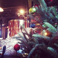 Foto tomada en Max Lager's Wood-Fired Grill & Brewery por Kim C. el 11/29/2012