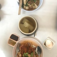 Photo taken at ฮิ้น ข้าวหมูแดง by AOMMARC on 3/4/2018