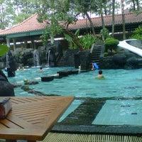 Photo taken at Melia Purosani Swimming Pool by Bima I. on 3/31/2013