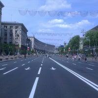 รูปภาพถ่ายที่ Вулиця Хрещатик / Khreshchatyk Street โดย Fırat S. เมื่อ 5/4/2013