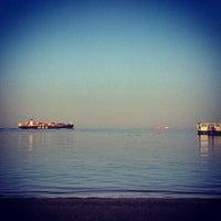 Foto tirada no(a) Beach @ Rixos Hotel por Марсель З. em 9/18/2013