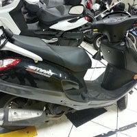 Photo taken at dafra motos by : HzO :. on 7/29/2013