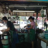 Photo taken at ร้านวรรณส้มตำทีเด็ด by Hawk P. on 3/27/2013