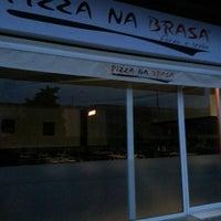 Foto tirada no(a) Pizza na Brasa por Andrés C. em 4/10/2013